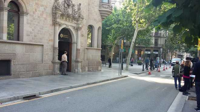 Entrada principal de la Diputación de Barcelona esta mañana.