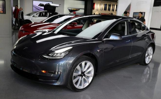 Tesla Model 3 en el Salón de Los Ángeles