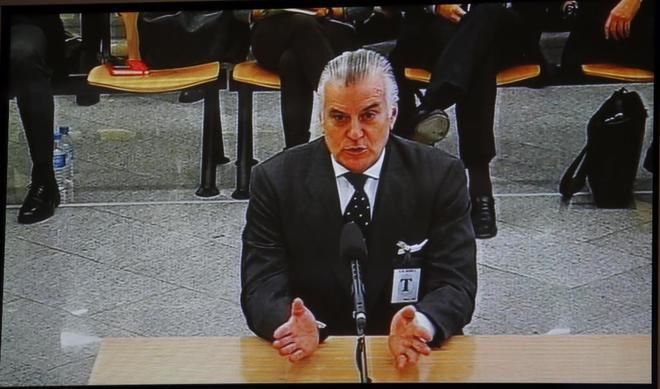 Luis Bárcenas declara durante una de las sesiones del juicio por el 'caso Gürtel'.