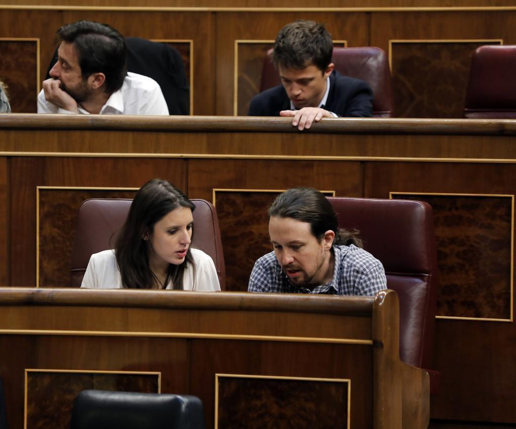 Pablo Iglesias e Irene Montero en el Parlamento.
