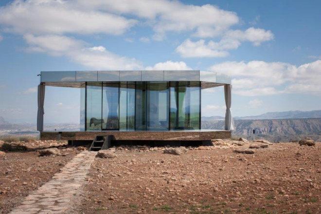 ¿Te atreverías a dormir en una casa con todas las paredes transparentes?