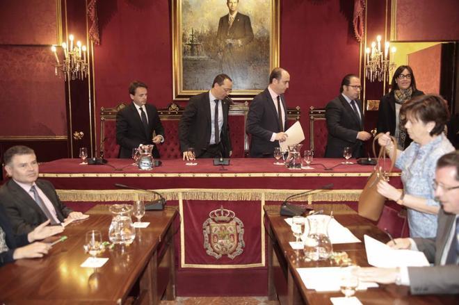 Juan Antonio Fuentes, Fernando Egea, Juan Garcia Montero, Francisco Ledesma y Maria Frances.
