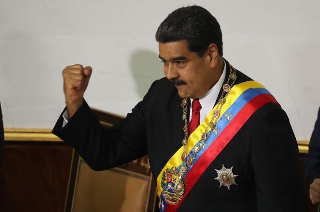 El presidente de Venezuela, Nicolás Maduro, toma juramento en Caracas.