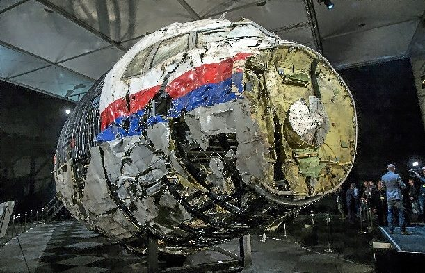 Parte del fusilaje del MH17 reconstruido.