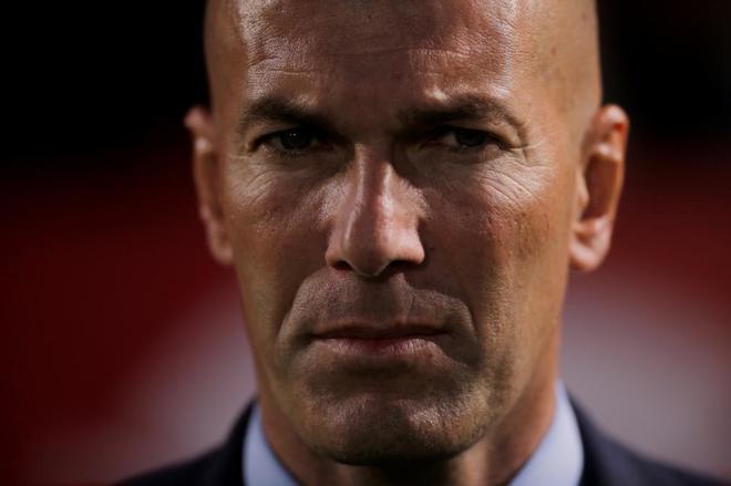 Zidane, durante el partido frente al Sevilla en el Pizjuán.
