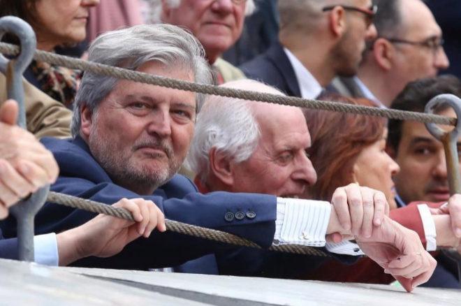 El ministro de Cultura, Íñigo Méndez de Vigo, en la barrera de Las Ventas