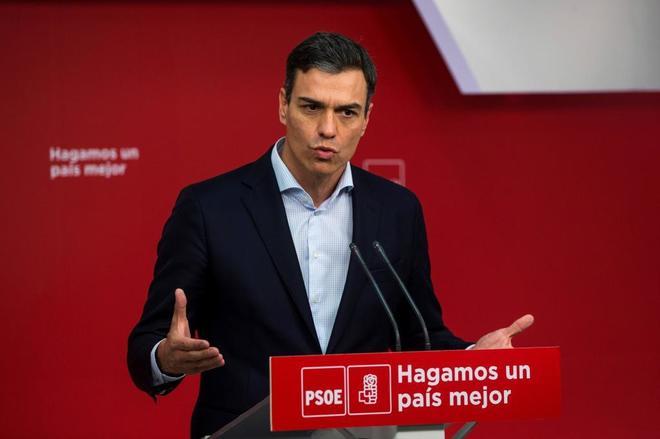Pedro Sánchez, en rueda de prensa desde la sede del PSOE en la calle...