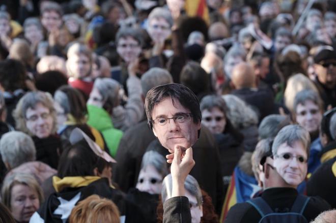 Manifestación frente al Parlament en apoyo a la investidura de Puigdemont el pasado 30 de enero