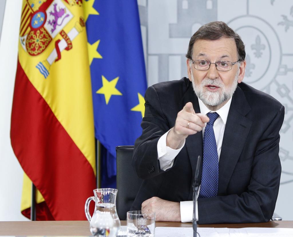 El persidente del Gobierno frente el consejo de Ministros