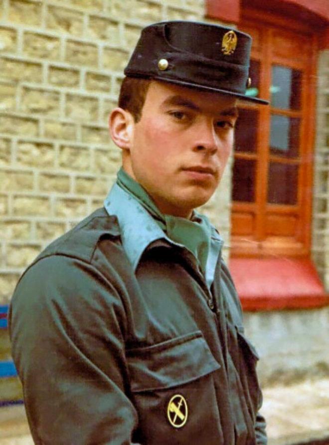 José Manuel Opazo, cuando tenía 20 años, con el uniforme de la...