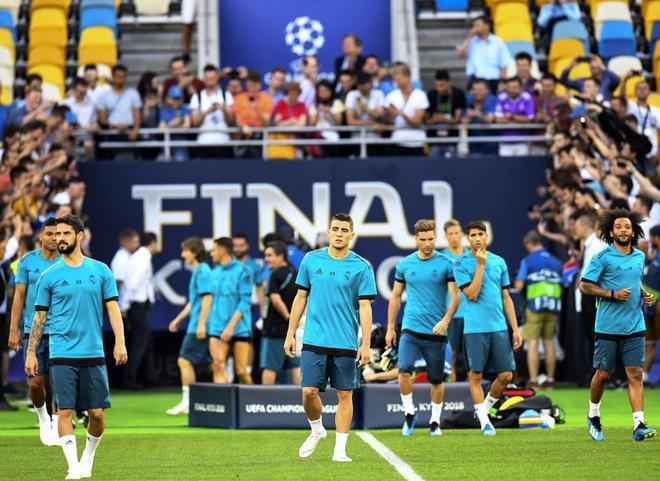 Los jugadores del Real Madrid, durante el último entrenamiento en Kiev.