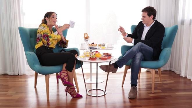 Tamara Gorro, en su entrevista a Albert Rivera en 'Un like para...'.