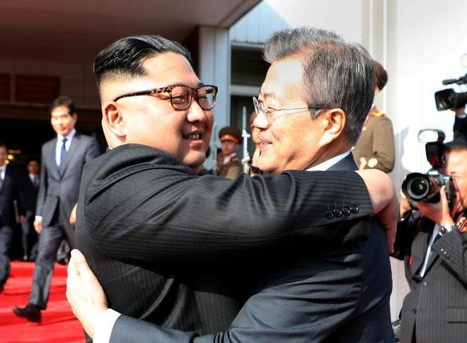 Los l�deres de las dos Coreas se re�nen por sorpresa para tratar la cumbre con Donald Trump