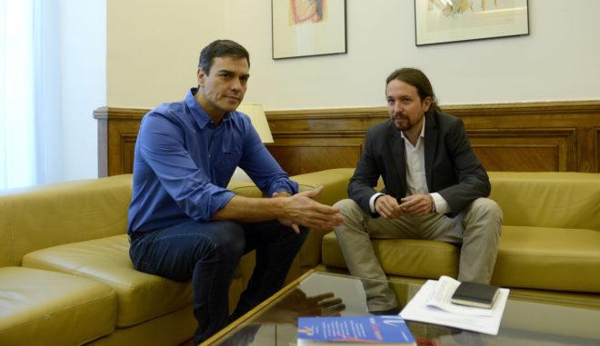 El secretario general del PSOE, Pedro Sánchez, se reúne con su homólogo en Podemos, Pablo Iglesias.