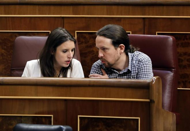 Pablo Iglesias e Irene Montero en el Pleno del Congreso de los Diputados