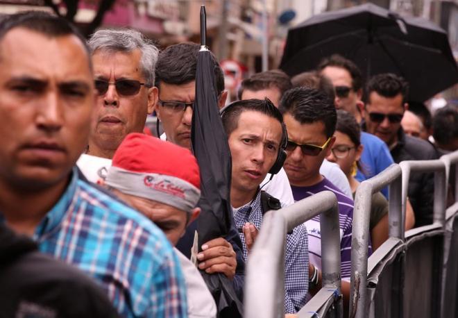 Ciudadanos acuden a votar a Corferias, el colegio electoral más grande de Colombia
