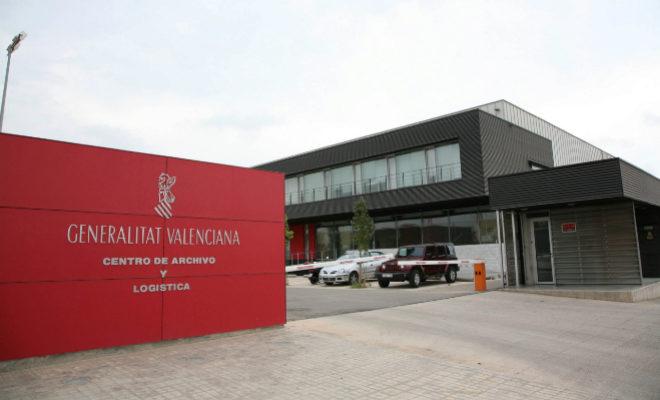 Puerta principal del archivo general de la Generalitat Valenciana del Centro Logístico de Riba-roja. EL MUNDO