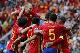 Los jugadores de España celebran un gol.