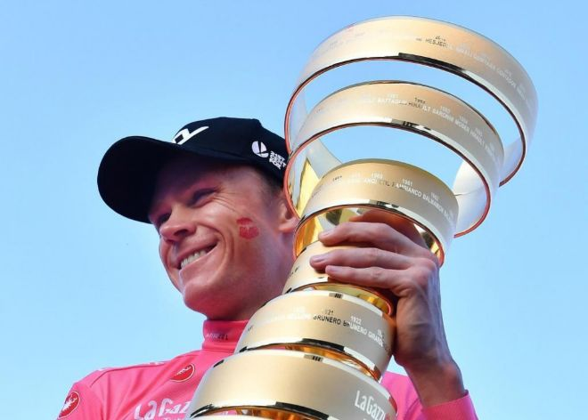 Chris Froome celebra el título del Giro de Italia.