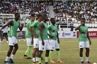 Varios jugadores de Nigeria, antes del partido amistoso contra Congo el 28 de mayo.
