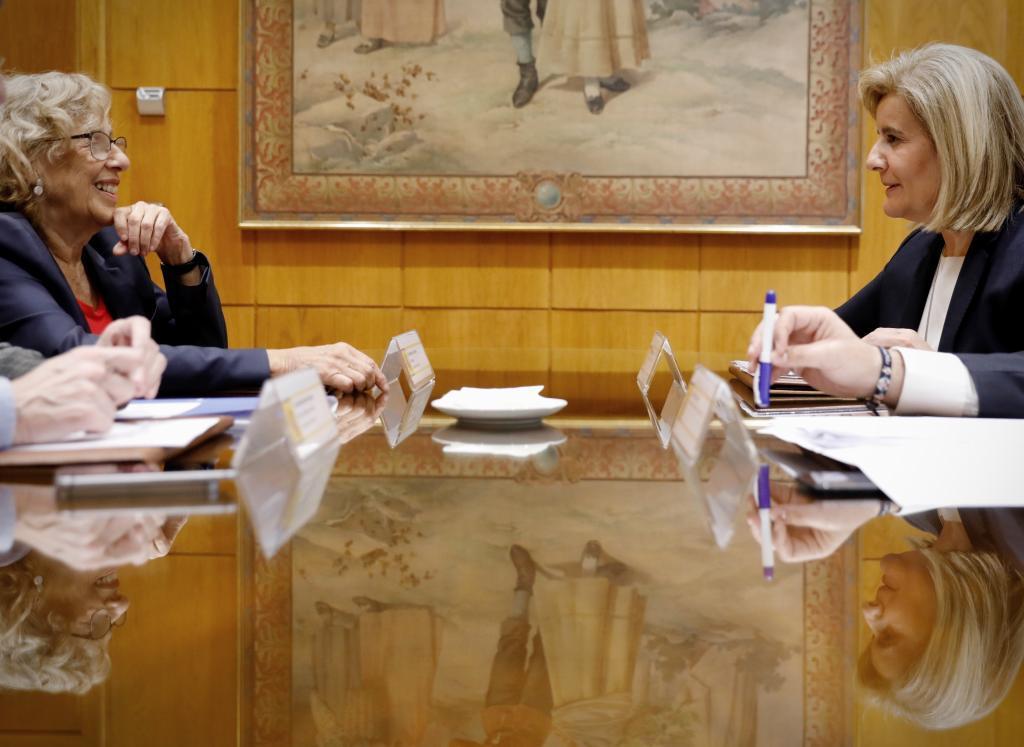 La reunión que mantuvieron ayer la ministra de Empleo y la alcaldesa de Madrid.