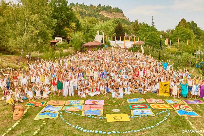 Acólitos de la comunidad espiritual Damanhur.Damanhur