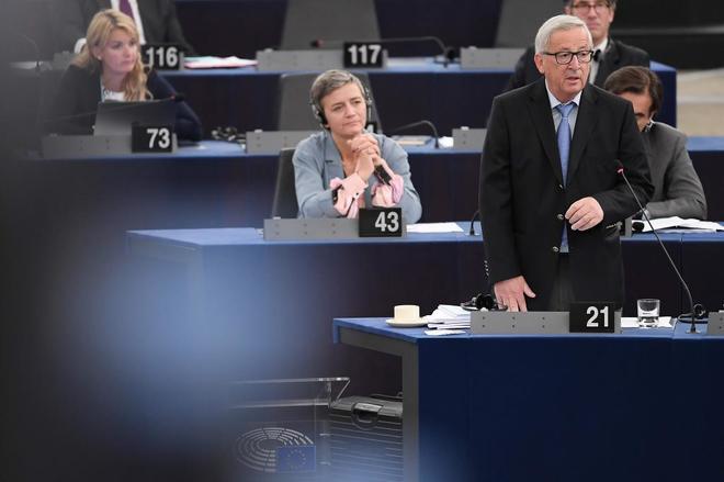 Jean-Claude Juncker, presidente de la Comisión, debate en el Parlamento Europeo sobre el futuro de la UE.