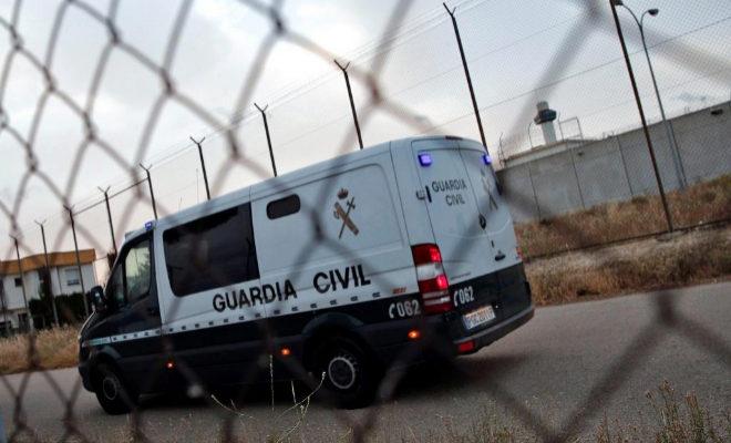 Un furgón de la Guardia Civil entra en la cárcel de Picassent desde la Ciudad de la Justicia de Valencia tras decretar la juez prisión incondicional para Eduardo Zaplana.