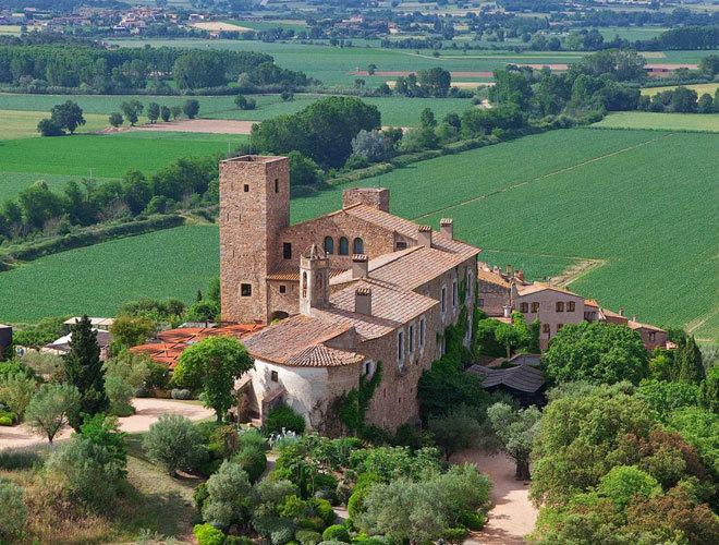 El castillo que quiso comprar Dalí donde puedes pasar unas ...