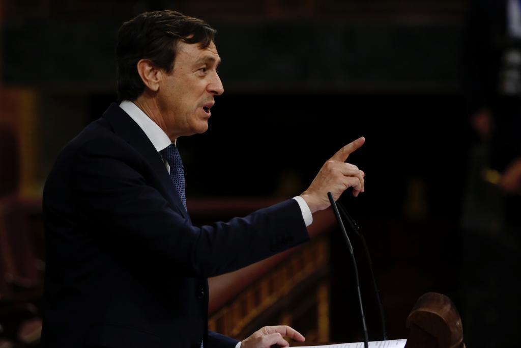 Rafael Hernando, portavoz del PP, en la tribuna del Congreso.