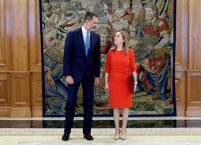 Felipe VI recibe a Ana Pastor en el Palacio de la Zarzuela.
