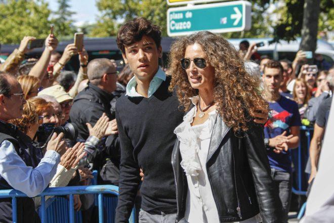 Belinda Alonso, 'viuda' de Ángel Nieto, y el hijo de ambos, Hugo