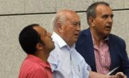 El ex tesorero del PP (centro) a su entrada en la Audiencia Nacional en 2016.