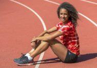 La atleta María Vicente posa para EL MUNDO en la pista de atletismo del CAR de  Sant Cugat.