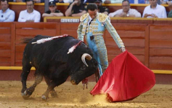 Enrique Ponce indultó a 'Carasucia', cuarto toro de la corrida de La Palmosilla