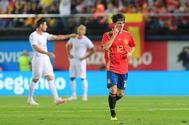 Álvaro Odriozola celebra su gol a Suiza en Villarreal.