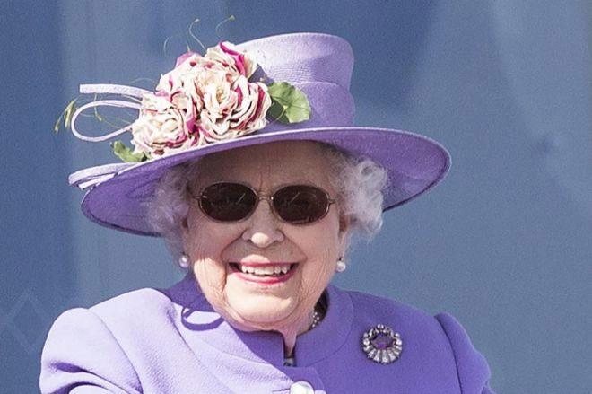 La reina Isabel II en Surrey, Reino Unido.