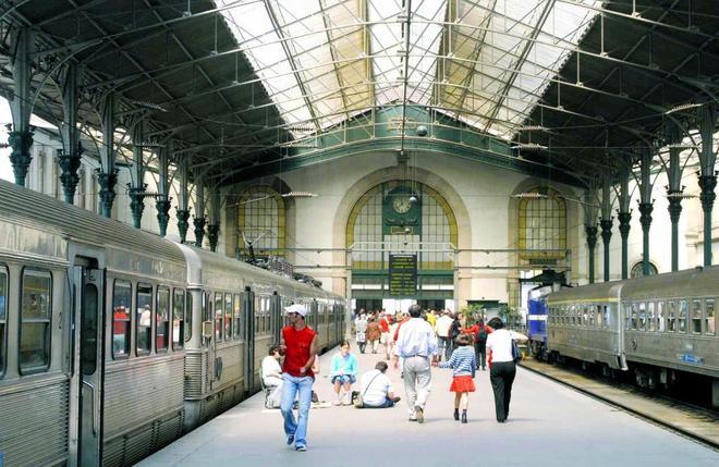 Imagen de archivo de la estación Säo Bento de trenes en Oporto.