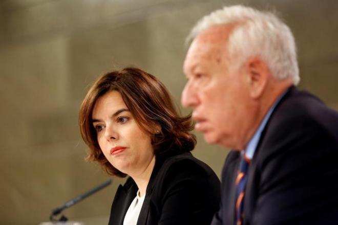 Soraya Sáenz de Santamaría y José Manuel García Margallo, en rueda de prensa tras un Consejo de Ministros en 2016.