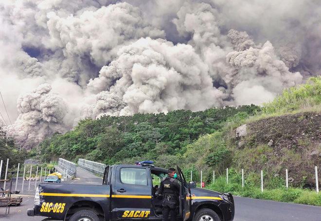 Operativo de búsqueda de desaparecidos en los alrededores del Volcán de Fuego.