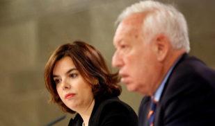 Soraya Sáenz de Santamaría y José Manuel García Margallo, en rueda...