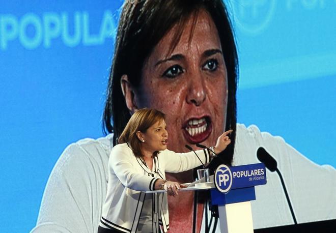 Isabel Bonig en su último mitin en Alicante.