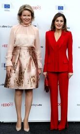 De forma improvisada se ha dado un duelo de estilo entre ambas reinas....