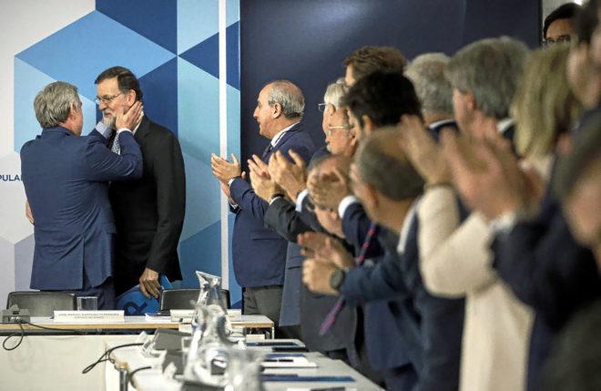 José Manuel Barreiro saluda con cariño a Mariano Rajoy