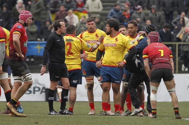 Los jugadores de la selección española de rugby, durante el partido ante Bélgica.