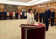 Carmen Calvo promete su cargo en presencia del Rey Felipe VI en La Zarzuela.