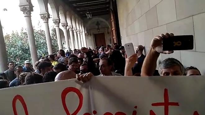 El independentismo obliga a cancelar el homenaje a Cervantes de Societat Civil Catalana en la UB