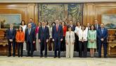 El presidente del Gobierno, Pedro Sánchez, junto al Rey Felipe VI y...
