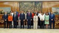 El presidente del Gobierno, Pedro Sánchez, junto al Rey Felipe VI y su Gabinete de ministros