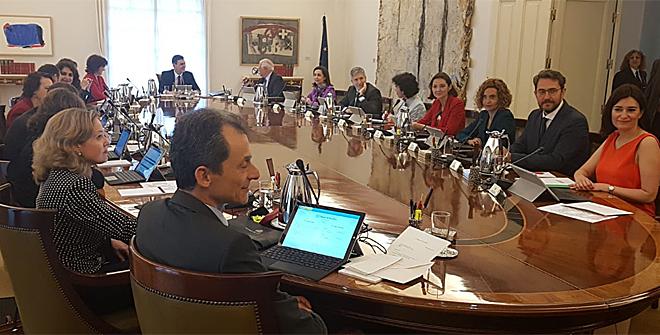 Pedro s nchez lleva al primer consejo de ministros el for Clausula suelo consejo de ministros